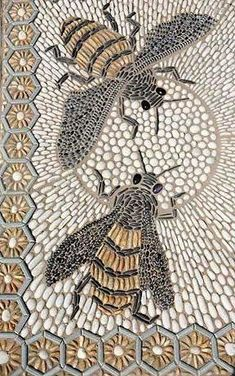 Busy bees in pebble background - Decoration Fireplace Garden art ideas Home accessories Pebble Mosaic, Pebble Art, Mosaic Glass, Mosaic Tiles, Mosaics, Mosaic Crafts, Mosaic Projects, Stone Crafts, Rock Crafts