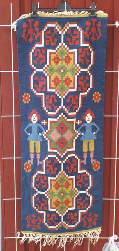 Beautiful handwoven rölakan (Kelim like technique), flat weave wool tapestry on linen warp from Sweden with an old and traditional folk weaving motif,