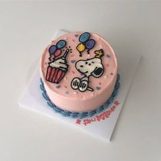 Shared by 🦄. Find images and videos on We Heart It - the app to get lost in what you love. Cute Desserts, Desserts To Make, Pretty Cakes, Cute Cakes, Snoopy Cake, Cute Birthday Cakes, Teen Birthday, Festa Party, Cafe Food