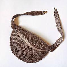 Crochet Belt, Crochet Pouch, Homemade Bags, Diy Purse, Crochet Magazine, Handmade Handbags, Bag Patterns To Sew, Knitted Bags, Pouch Bag