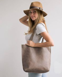 Mayko Basic Leather Tote l Coffee leather * Italian leather * Stylist Design * Different Colors / 3 Color options / see options at last photo * Leather Gifts, Handmade Leather, Leather Bags, Personalized Gift Bags, Tote Bags Handmade, Laptop Tote, Crossbody Tote, Brown Leather Totes, Leather Shoulder Bag