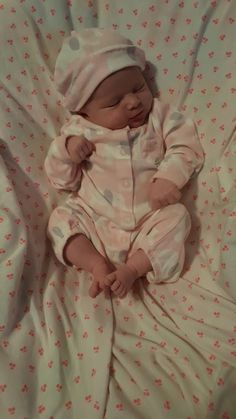 Such a cutie! Cute Little Baby, Baby Kind, Little Babies, Cute Babies, Baby Girl Pictures, Baby Boy Photos, Dream Baby, Cute Baby Clothes, Reborn Babies