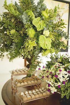 Art Gallery Wedding, Art Deco Wedding, Wedding Flower Design, Floral Wedding, Tropical Wedding Decor, Silver Wedding Invitations, Flower Installation, Wedding Table Centerpieces, Arte Floral