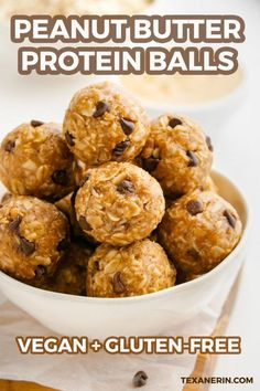 Peanut Butter Protein Balls (gluten-free, vegan options) - Texanerin Baking There's loads of good stuff inside of these peanut butter protein balls! There is tons of natural peanut butter, raw honey (or brown rice sy Gluten Free Peanut Butter, Peanut Butter Oatmeal, Healthy Peanut Butter, Healthy Food, Powder Peanut Butter Recipes, Healthy Eating, Peanut Butter Power Balls, Peanut Butter Energy Bites, Healthy Vegetables