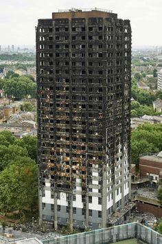 大規模火災に見舞われた英ロンドン London 西部の高層住宅「グレンフェル・タワー Grenfell Tower 」(2017年6月22日撮影、資料写真Files)。(c)AFP/NIKLAS HALLE'N ▼24Jun2017AFP|ロンドン高層住宅5棟の住民が一斉避難、大火災受け安全性懸念 http://www.afpbb.com/articles/-/3133232
