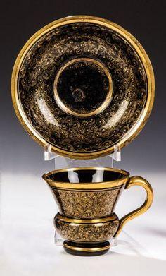Tasse Mit Untertasse Aus Schwarzem Hyalith-Glas