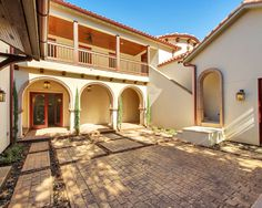 Wonderful Spanish Colonial Architecture for Home: Beautiful Mediterranean Patio Design Spanish Colonial Home Exterior
