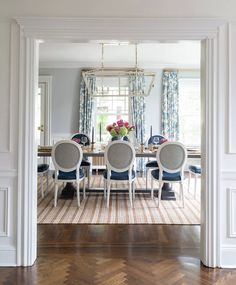 Traditional Dining Room Makeover Inspiration - Outdated Dining Room Before and After French Dining Chairs, Trestle Dining Tables, Dining Room Wallpaper, Classic Dining Room, Traditional Furniture, Interior Design, Room Makeovers, Transitional Dining Chairs, Transitional Decor
