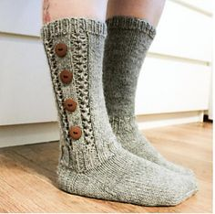 Ravelry: Paulat pattern by Niina Laitinen, sukat ❀ Diy Crochet And Knitting, Crochet Socks, Knitting Socks, Knit Shoes, Sock Shoes, Knitting Projects, Knitting Patterns, Cute Socks, Shoes