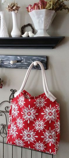 """LANCOME """"NEW"""" Lined Tote/Shopper Abstract Floral Red White Sz M-L"""