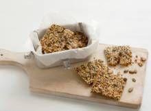 Crackers met lijnzaad en pompoenpitten - Recept - Allerhande - Albert Heijn