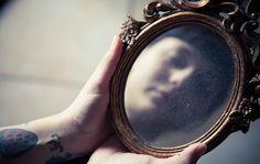 Persoonallisuushäiriöiksi kutsutaan vakavia tunne-elämässä ja käyttäytymisessä esiintyviä häiriöitä.