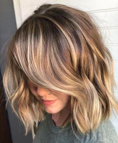 Amazing lob textured haircut with beautiful blonde highlights hair highlights Gorgeous Brown Hairstyles with Blonde Highlights Textured Haircut, Textured Lob, Dark Hair With Highlights, Partial Highlights, Brunette With Blonde Highlights, Carmel Highlights, Blonde Brunette, Blonde Highlights Bob Haircut, Blonde Color