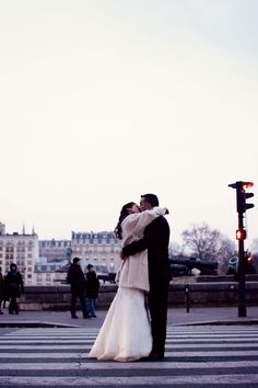 mariage-hiver-paris (7) #France #Paris #pariscityvision #visiterparis #tour #visit #travel #voyage #tourism #love #amour #romance #romantic #kiss