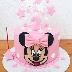 Encanto esse bolo como tema Minnie Rosa!😍 Credito: @salgadoces.eloisa #Festainfantil #CustomCake #BoloPersonalizado #BoloMinnieRosa #FestaMinnieRosa #MinnieRosa #Minnie #Rosa #FestaMenina Bear Birthday, Birthday Cake, Fiesta Party Favors, Baby Girl Cakes, Minnie Mouse Cake, Sesame Street Birthday, Bday Girl, Just Cakes, Mouse Parties