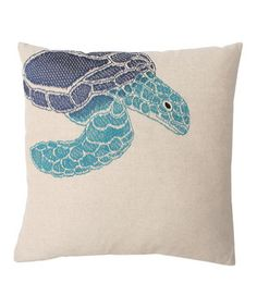 Vivacious design and comfy construction meet with this chic pillow. A quick and lively way to spruce up décor, this pillow looks great on the couch or as a decorative piece on the bed!