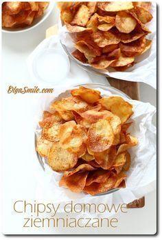 Chipsy domowe Mam dla was dzisiaj przepis na chipsy domowe z ziemniaków. Wszyscy lubią chipsy domowe ziemniaczane, znasz kogoś, kto ich nie lubi? Pewnie, nie! Ja tam się wcale nie dziwię, mam słabość do chipsów zwłaszcza