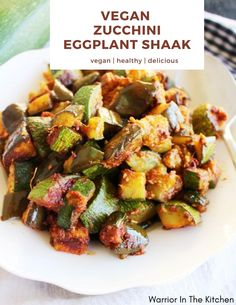 Looking for a vegan dinner idea? Transform your delicious summer garden vegetables like zucchini and eggplant into a flavorful farm-to-table style meal! Best Dinner Recipes, Vegan Recipes Easy, Whole Food Recipes, Diet Recipes, Vegetarian Recipes, Vegetable Side Dishes, Vegetable Garden, Vegan Zucchini, Healty Dinner