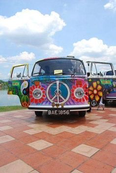 Hippies aren't into hate. Okay, which means you discover that you're a hippie. Then you are going to be a clean hippie. Then you're going to be a clean hippie. Volkswagen Bus, T3 Vw, Volkswagen Beetles, Vw Hippie Van, Hippie Car, Retro Bus, Vw Caravan, Bus Camper, Campers