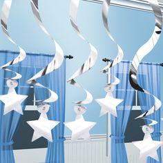 Colgantes brillantes con siluetas de estrellas para decorar una fiesta Star Wars - de www.fiestafacil.com, $8.70 / Hanging silver star silhouettes for a Star Wars decoration, from www.fiestafacil.com