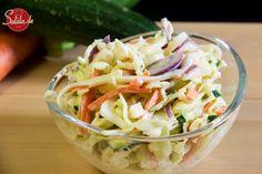"""Coleslaw – dem Kraut sein Salat Es ist ja eher des Ami's Krautsalat, denn die """"Krauts"""" sind ja wir. Anyway, wir haben den Krautsalat für dich jetzt verfilmt. Wir haben uns ja bekanntermaßen zur Aufgabe gemacht alle unsere Rezepte in zum Bewegtbild zu formen. Und da meine liebe Stiefmama und mein Dad zum grillen geladen …"""