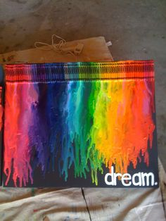 DIY: Rainy Day Crayon Canvas Art (Alternative Melting Method) I'm thinking a great teachers gift. Maybe the word teach instead of dream? Diy Crayons, Crayon Crafts, Melting Crayons, Crayon Ideas, Crayon Art Tutorials, Cute Crafts, Crafts To Do, Arts And Crafts, Crayon Canvas Art