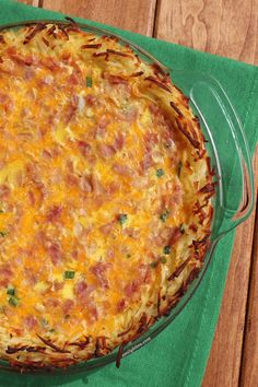 This Ham and Cheese Hash Brown Quiche is an easy and delicious way to upgrade your breakfast or brunch for just 183 calories or 5 Weight Watchers points. (I add dried minced onion to the egg mix) Petit Déjeuner Weight Watcher, Plats Weight Watchers, Weight Watchers Breakfast, Weight Watchers Meals, Quiches, Healthy Recipes, Ww Recipes, Cooking Recipes, Milk Recipes