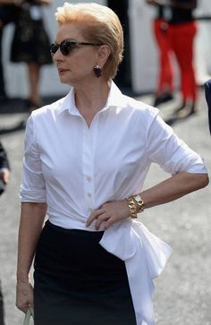 Carolina Herrera Style - White Blouse and JewelsYou can find Carolina herrera and more on our website.Carolina Herrera Style - White Blouse and Jewels Blusas Carolina Herrera, White Silk Blouse, White Blouses, Classic White Shirt, White Shirts Women, Elegant Outfit, Fashion Over 50, Ideias Fashion, Personal Style