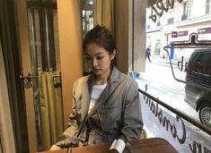Jennie Blackpink in Paris update Kpop Girl Groups, Korean Girl Groups, Kpop Girls, Kim Jennie, Yg Entertainment, K Pop, Rapper, Blackpink Photos, Blackpink Fashion