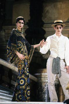 Christian Dior Spring 1998 Couture Fashion Show - Suzanne von Aichinger Dior Couture, Couture Fashion, Runway Fashion, Fashion Art, High Fashion, Fashion Show, Vintage Fashion, Womens Fashion, Fashion Design