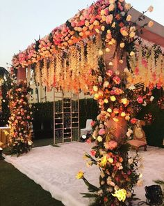 Basically, make sure to have floral chandeliers in your decor too! … on a metal base is making up perfectly for the draped Mandap ceiling. This kind of decoration is very lovable and most preferable. Floral chain hang on Mandaps really looks mesmerizing. Desi Wedding Decor, Wedding Stage Design, Wedding Hall Decorations, Wedding Reception Backdrop, Wedding Mandap, Floral Wedding, Pakistani Wedding Decor, Floral Decorations, Wedding Ideas