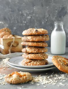 עוגיות שיבולת שועל טבעוניות • TivonEat Vegan Oat Cookies, Floral Wedding Cakes, Apple Pies, Cooking, Desserts, Food, Kitchen, Tailgate Desserts, Essen