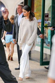 Celebrity moms 1759287340637057 - Celebrity style turned mom style (aka comfortable, practical and reasonably priced). Selena Gomez Fashion, Selena Gomez Outfits, Estilo Selena Gomez, Selena Gomez Photos, Selena Gomez Style, Selena Gomez Swimsuit, Classy Outfits, Cool Outfits, Fashion Outfits