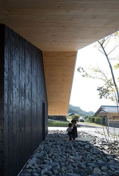 Large Roof House / Matsuyama Architect and Associates Japan Design, House Roof, My House, Dream Home Design, House Design, Arch Building, Dark Trim, Concrete Interiors, Outdoor Balcony