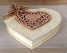 Hand made, heart-shaped candy box for Valentine's Day. Quick Diy Jewelry, Diy Jewelry Rings, Diy Jewelry To Sell, Diy Jewelry Necklace, Sell Diy, Cheap Jewelry, Diy Jewelry Making, Jewelry Shop, Fashion Jewelry