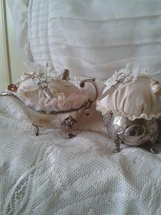 In juskom en melkkannetje speldenkussen gemaakt   Nelleke Verkouter
