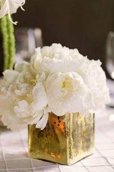 photo: Tanya Salazar photography; Gorgeous wedding centerpiece idea;