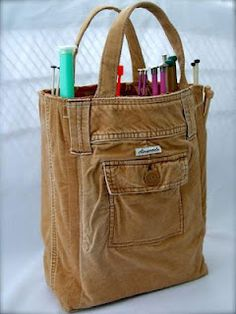 DIY pants bag, great to recycle to reuse knee-worn jeans - and I would totally use this for a sewing bag! Sewing Hacks, Sewing Crafts, Sewing Projects, Sewing Tips, Diy Projects, Fabric Crafts, Weekend Projects, Upcycled Crafts, Bag Sewing
