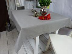 Szary #obrus o wymiarze 150 x 300 cm z kolekcji #JAGNA, świetnie będzie pasował do nowoczesnego wystroju wnętrza, zarówno do jasnego jak i ciemnego. Delikatna #mereżka to jedyny jego ozdobnik. #obruszmereżką #obrusszary #popiel #obruspopiel #obruszlamówką #lamówka Dining Table, Furniture, Home Decor, Decoration Home, Room Decor, Dinner Table, Home Furnishings, Dining Room Table, Home Interior Design
