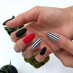 Semi-permanent varnish, false nails, patches: which manicure to choose? - My Nails Cute Acrylic Nails, Matte Nails, Diy Nails, Dream Nails, Love Nails, Stylish Nails, Trendy Nails, Manicure Gel, Striped Nails