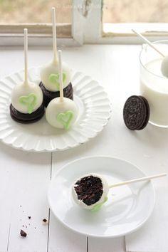 Cookies N' Cream Cake Pops by ToriJoy