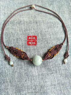 一颗大珠子颈链 第2步 Knot Necklace, Macrame Necklace, Macrame Jewelry, Macrame Bracelets, Diy Jewelry, Jewelry Design, Macrame Design, Macrame Knots, Jewelry Knots