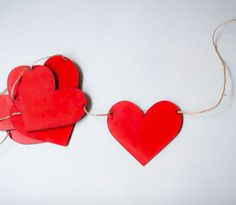 Guirnalda de corazones para decoración de eventos con amor. Wreath of hearts for event decoration with love.