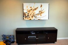 Tulip and Turnip: Hiding a TV Eyesore under a cheap IKEA canvas print (or your own artwork) using L-brackets Ikea Canvas, Decor Around Tv, Tv Covers, Hidden Tv, Hidden Storage, Wall Mounted Tv, Home Hacks, Room Colors, Home Living Room