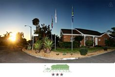 DeKeurboom Self-Catering (green) - Townhouses for Rent in Cape Town, Western Cape, South Africa Digital Safe, Townhouse For Rent, Shared Rooms, Open Plan Living, Cape Town, Living Area, South Africa, Catering, Self