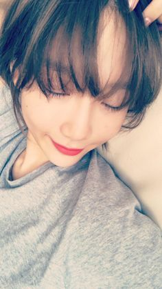 Before we start another week, SNSD's TaeYeon  is here to cheer us all.  See her adorable set of selfies below~