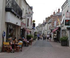 Mer, Loir-et-Cher.  Centre-ville.