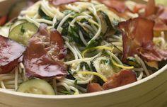 spagetti sült cukkinivel, sonkával Spagetti, Cabbage, Chicken, Vegetables, Food, Mint, Steel, Essen, Cabbages