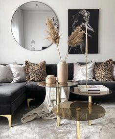 Black and Gold Living Room Decor Black and Gold Front Room Havenlylivingroom Black and Gold Interior House Colors, Black And Gold Living Room, Mod Living Room, Apartment Living Room, House Interior, Apartment Decor, Gold Living Room, Living Room Decor Modern, Living Decor