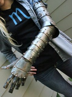 Vriska's Robotic Arm by GrassFairyIV on DeviantArt Cosplay Armor, Male Cosplay, Cosplay Diy, Homestuck Cosplay, Costume Tutorial, Cosplay Tutorial, Personal Project Ideas, Armadura Cosplay, Mechanical Arm